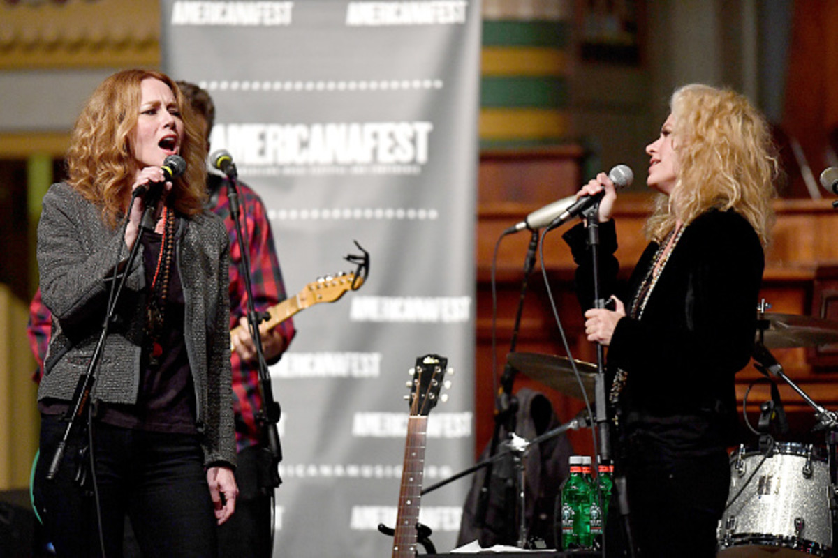 NASHVILLE, TN - SEPTEMBER 14: Recording Artists Allison Moorer and Shelby Lynne perform during the 18th Annual Americana Music Festival & Conference at the Downtown Presbyterian Church on September 14, 2017 in Nashville, Tennessee. (Photo by Jason Davis/Getty Images for Americana Music)