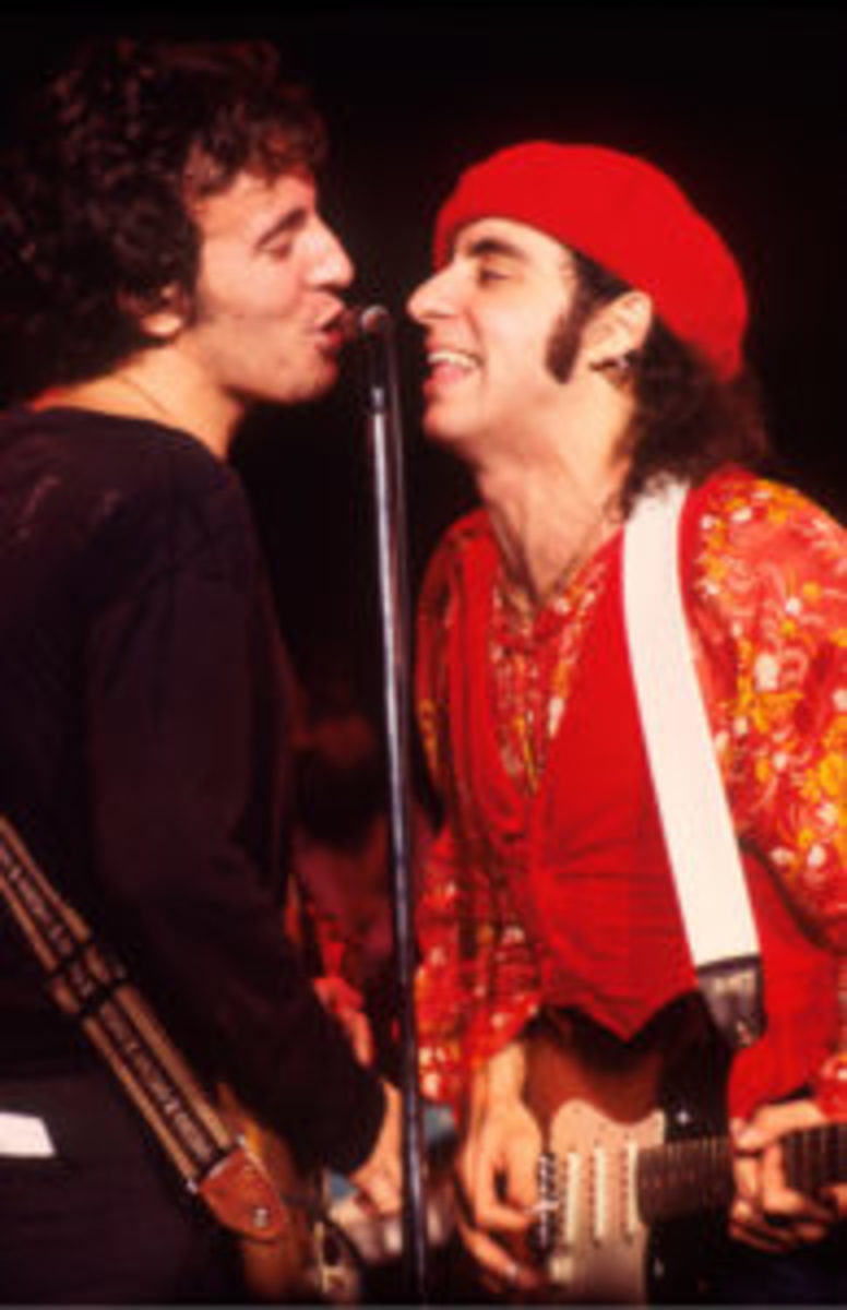 Bruce Springsteen and Steven Van Zandt (Little Steven) perform on stage at Capitol Theater, New Jersey, USA, 31st December 1977. (Photo by Michael Putland/Getty Images)