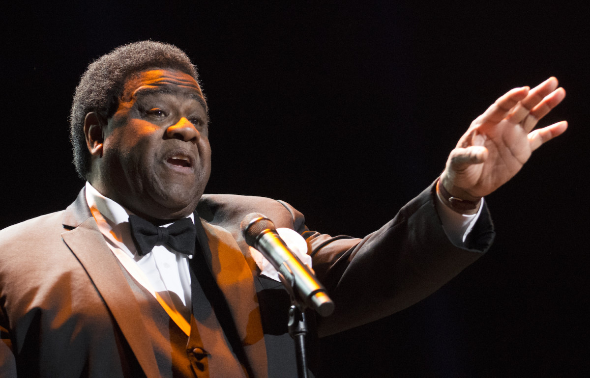"Al Green sings ""For the Good Times"" on May 5 at New York's Radio City Music Hall. (Photo by Chris M. Junior)"