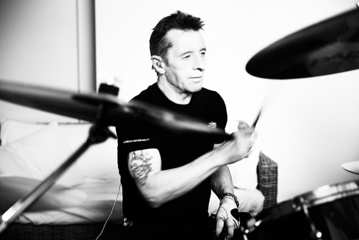 Phil Rudd where he feels the most comfortable: behind the drums. Photo by M. Cutelli.