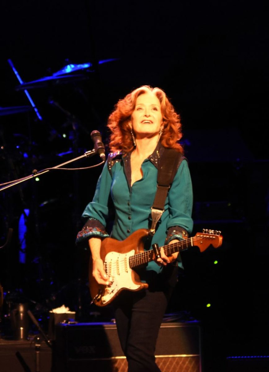 Bonnie Raitt gazes toward the balconies early in her show at the New Jersey Performing Arts Center on Aug. 13. (Photo by Chris M. Junior)
