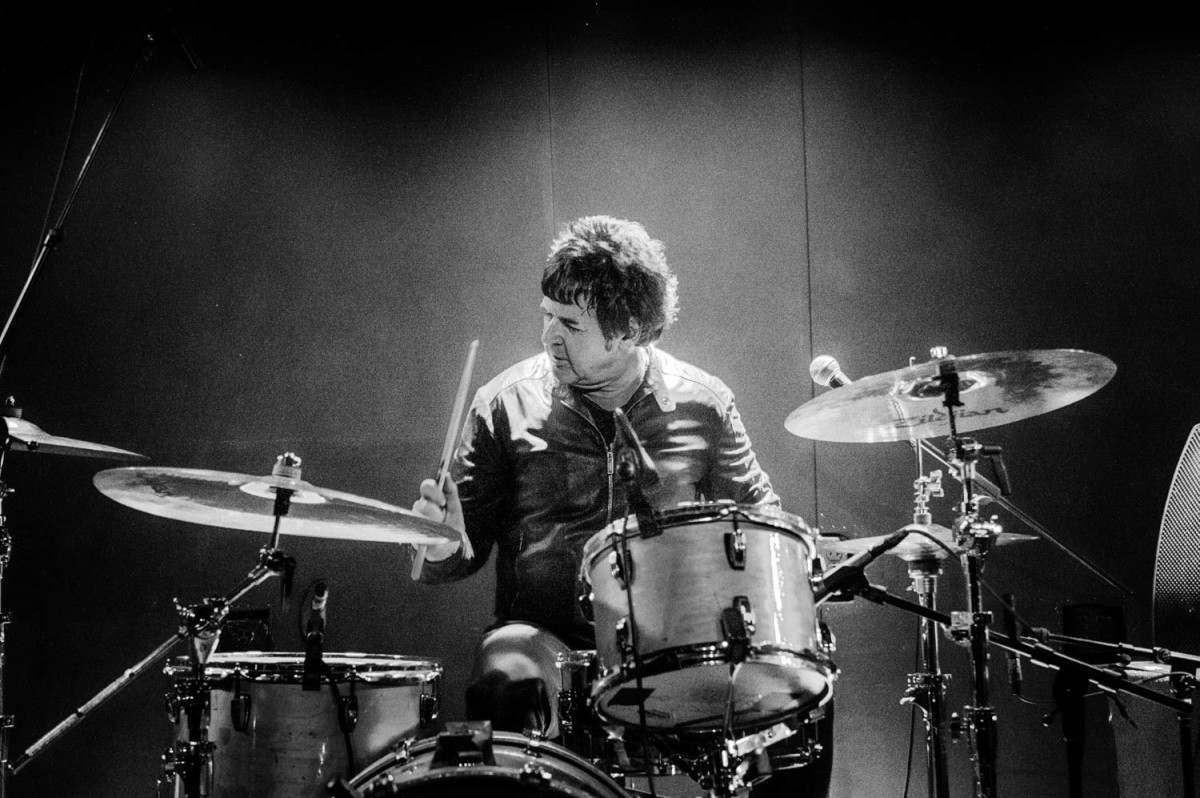 Clem Burke pounds the skins for The Split Squad at New York City's Mercury Lounge on Sunday, October 21st. (Photo by Si Root: @siroot -https://www.instagram.com/siroot/)