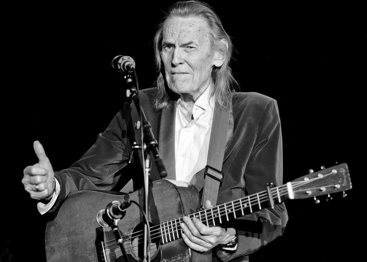 Lightfoot performs onstage at Route 66 Casinos Legends Theater on February 28, 2015, in Albuquerque, New Mexico. Photo by STEVE SNOWDEN/GETTY IMAGES