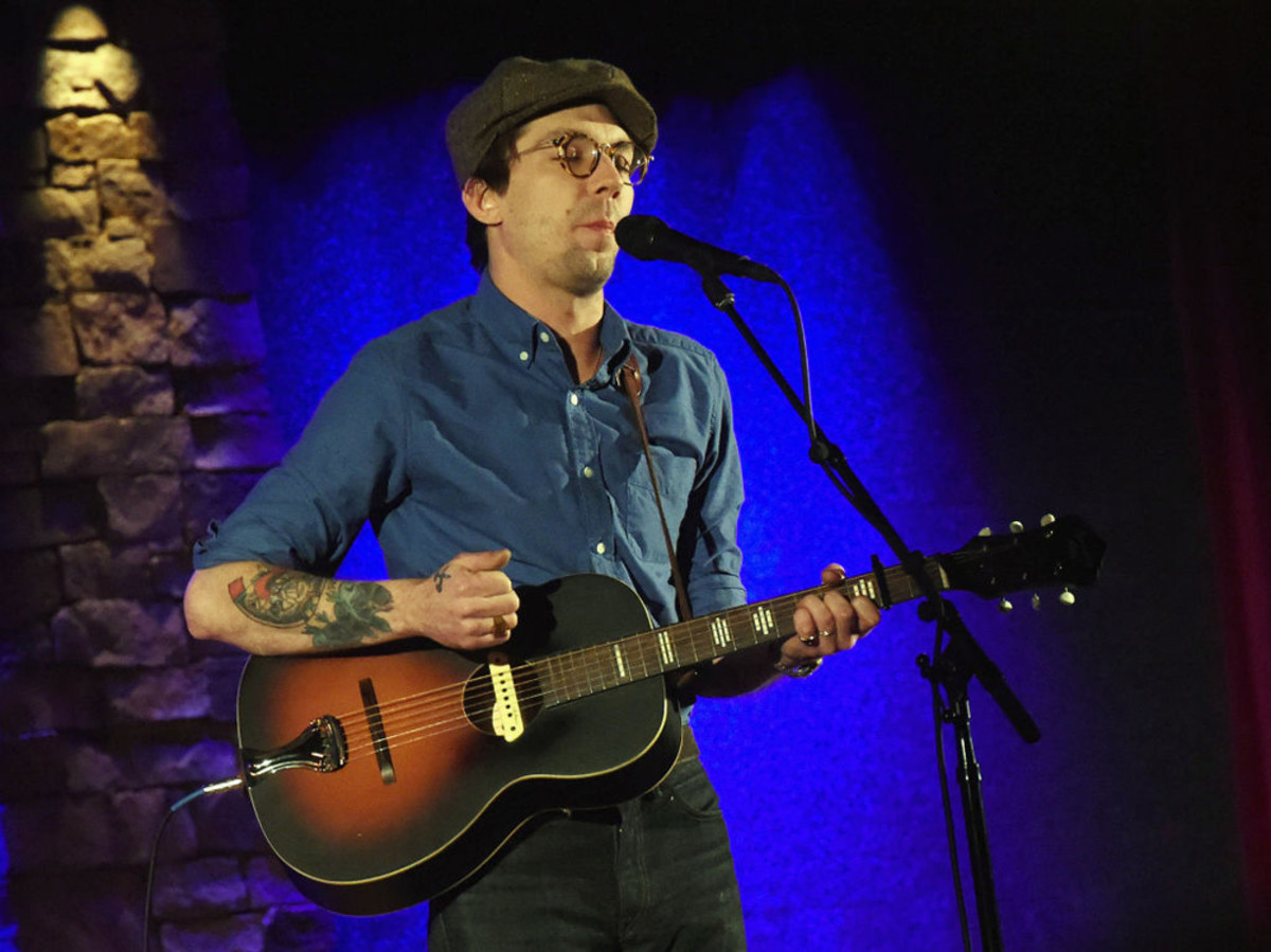Justin Townes Earle performs at City Winery on January 25, 2018 in Atlanta, Georgia. Photo by R. Diamond/Getty Images.