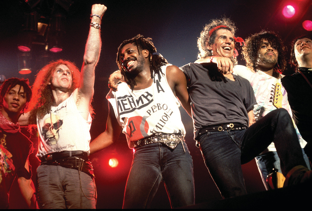 THE WINOS LINEUP (L-R): Ivan Neville, Waddy Wachtel, Steve Jordan, Keith Richards, Charley Drayton and Bobby Keys in Chicago, 1988. Photo byPaul Natkin/WireImage