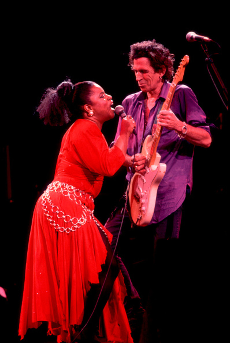 Sarah Dash and Keith Richards of the X-pensive Winos perform onstage. Photo by Paul Natkin/Getty Images.