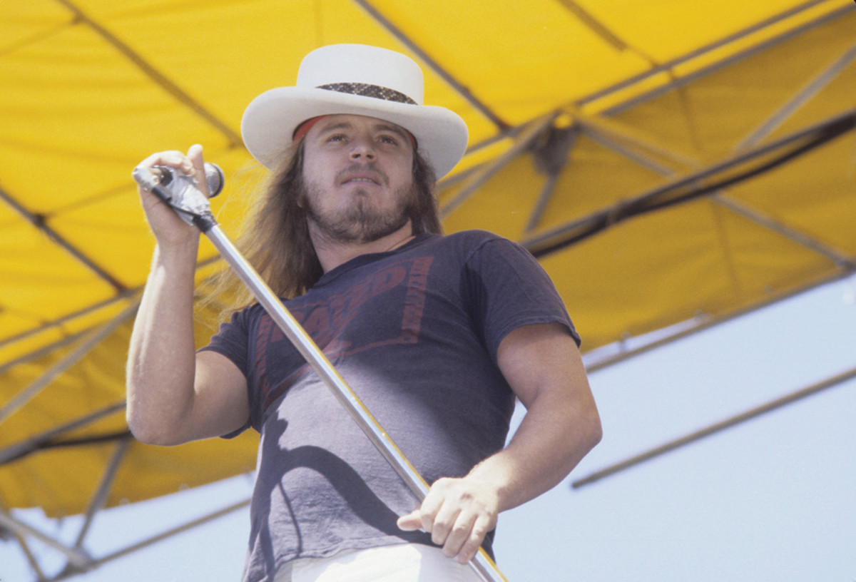 Ronnie Van Zant of Lynyrd Skynyrd performing live at The Oakland Coliseum in 1976. Photo by Richard McCaffrey/Michael Ochs Archive/Getty Images.