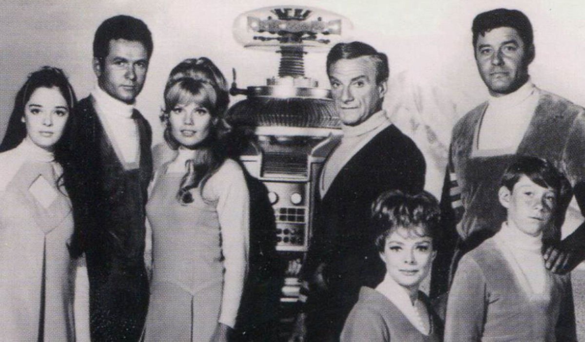 Lost in Space1967 promotional photo (L-R) showing cast members: Angela Cartwright, Mark Goddard, Marta Kristen, Bob May (Robot), Jonathan Harris, June Lockhart, Guy Williams and Billy Mumy.