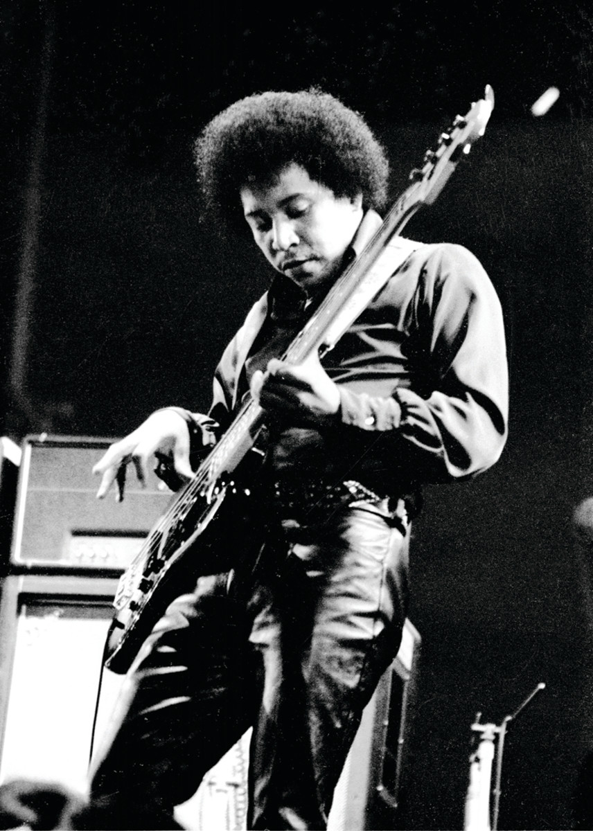 Billy Cox performing with the Jimi Hendrix Experience at the Isle of Wight Festival, August 1970.