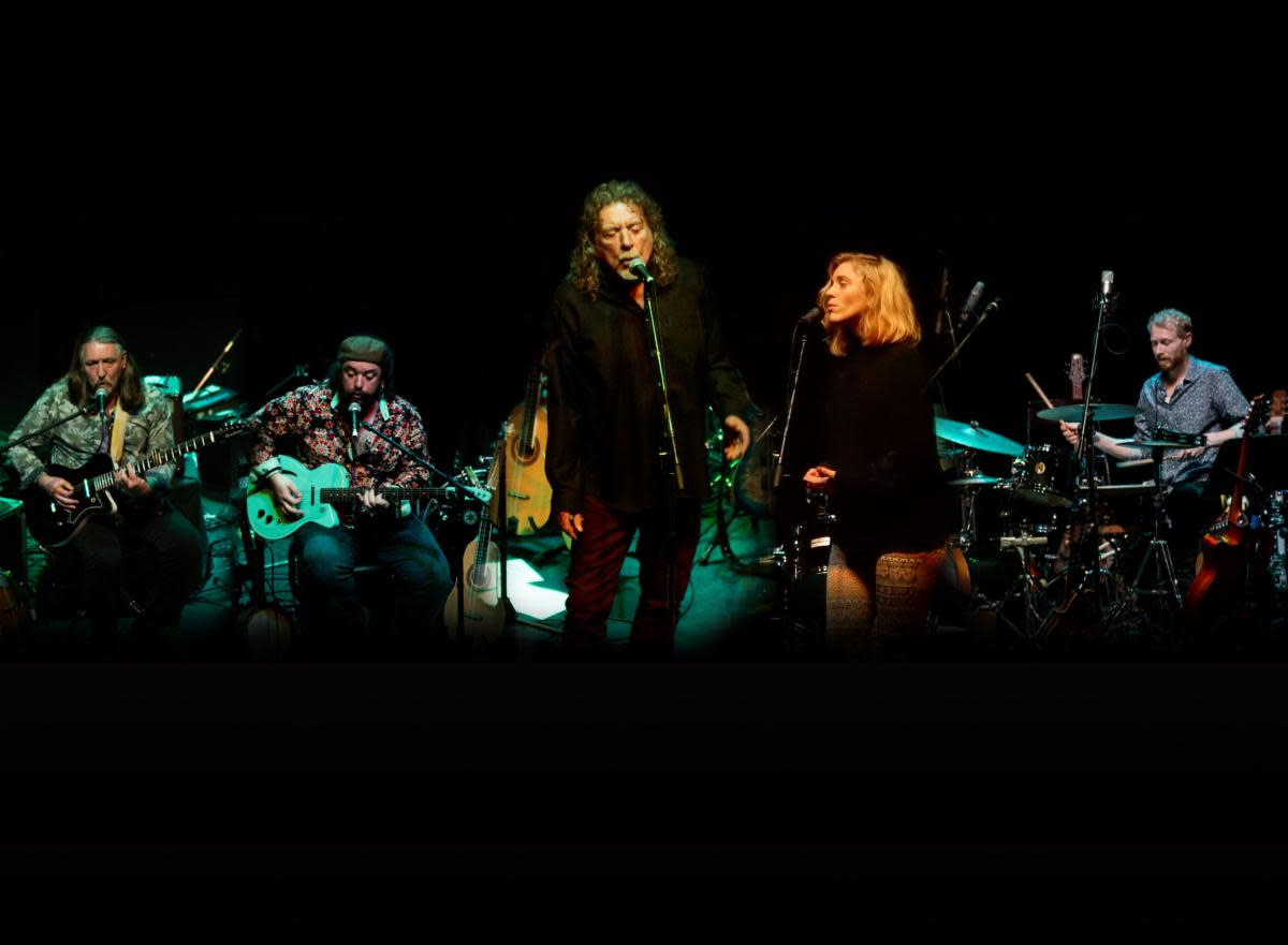 Robert Plant onstage with Saving Grace. Photo by Ian Burgess