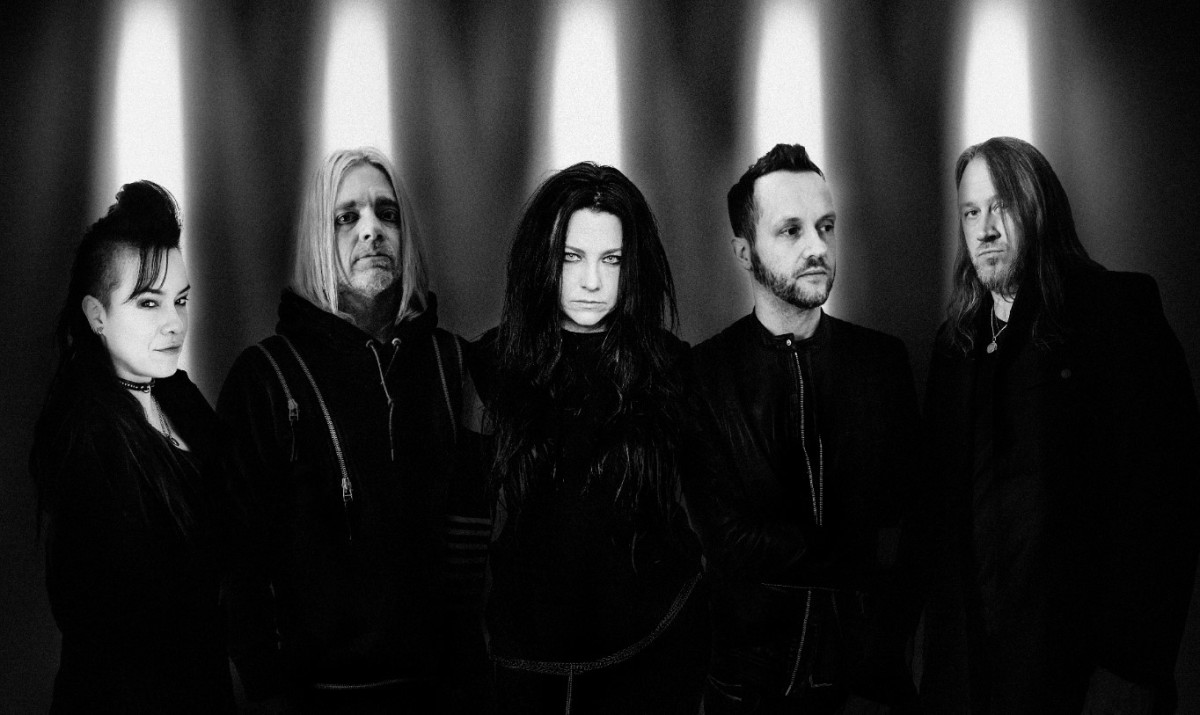 L to R: Jen Majura, Will Hunt, Amy Lee, Tim McCord, and Troy McLawhorn, photo by Nick Fancher, courtesy of Shore Fire Media