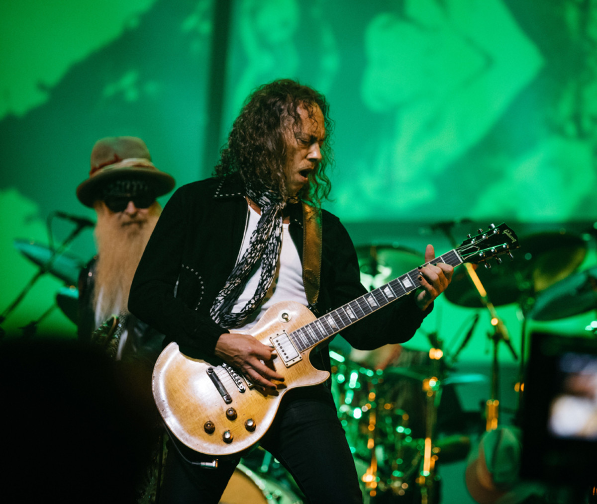 Kirk Hammett onstage during the Peter Green tribute. Photo by Ross Halfin.