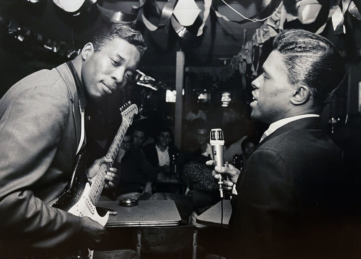 Buddy Guy and Junior Wells perform. (Photo courtesy of Gallery Victor Armendariz and the Art Shay Archive)